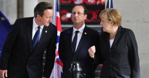 英国首相卡梅伦(左)、法国总统奥朗德(中)和德国总理默克尔出席悼念一战阵亡将士的活动