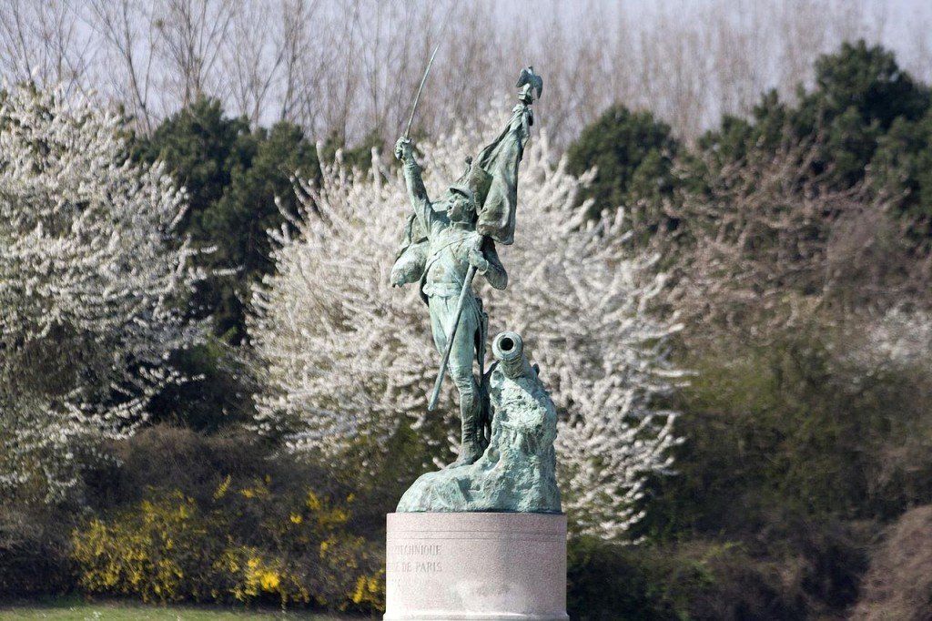 巴黎综合理工学院广场上路易•瓦诺(Louis Vaneau)的雕像 (来源:Collections École Polytechnique)